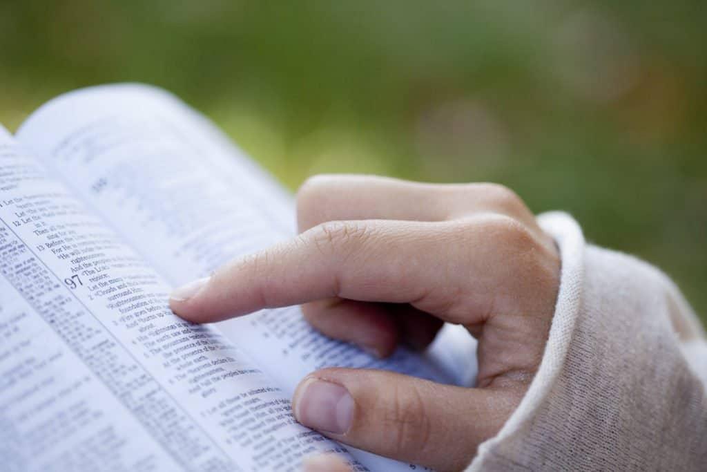 girl reading God's Word