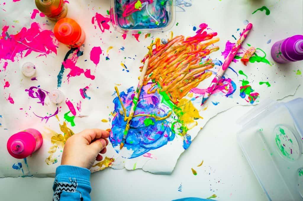 kid finger painting